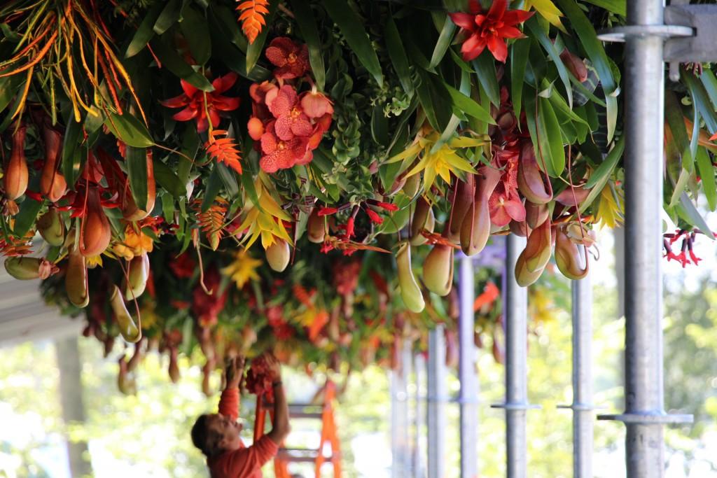 DK Dennis Kneepkens floral chandeliers Mysteryland festival 1