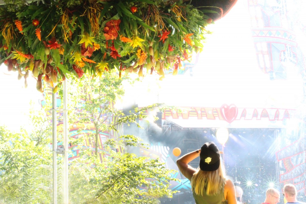 DK Dennis Kneepkens floral chandeliers Mysteryland festival 2